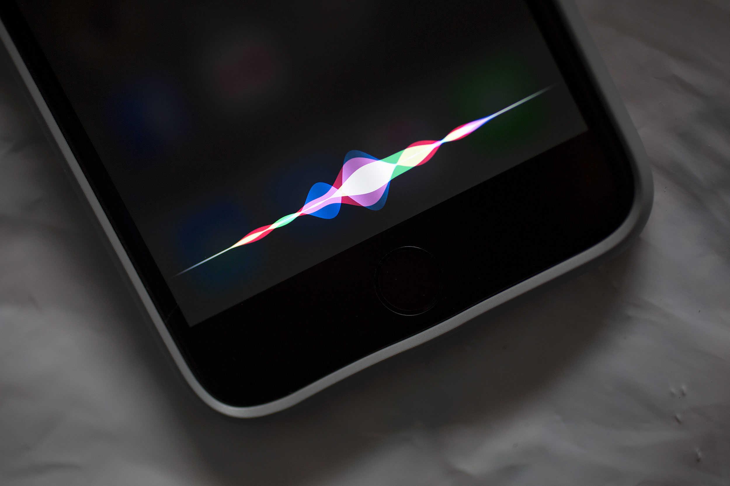 <p>Iedereen die een iPhone, Mac of iPad heeft kent Siri wel. Siri is makkelijk om te gebruiken om bijvoorbeeld snel iemand te bellen of apps te openen maar de assistent [&hellip;]</p>